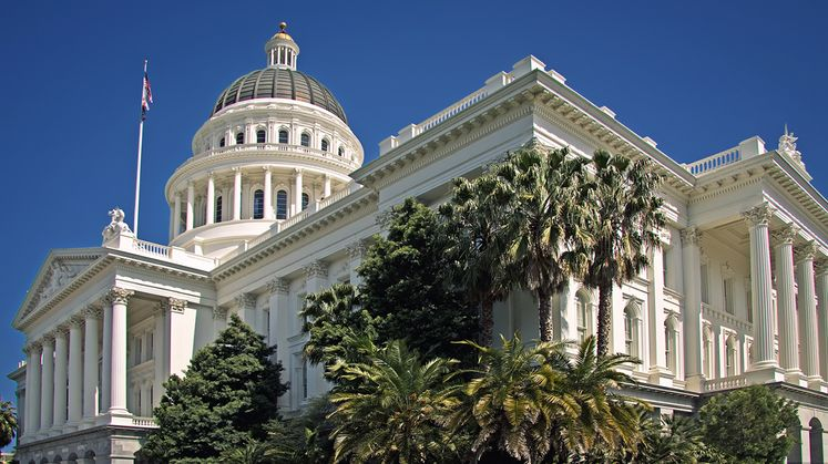 California_State_Capitol_in_Sacramentoresize_mid