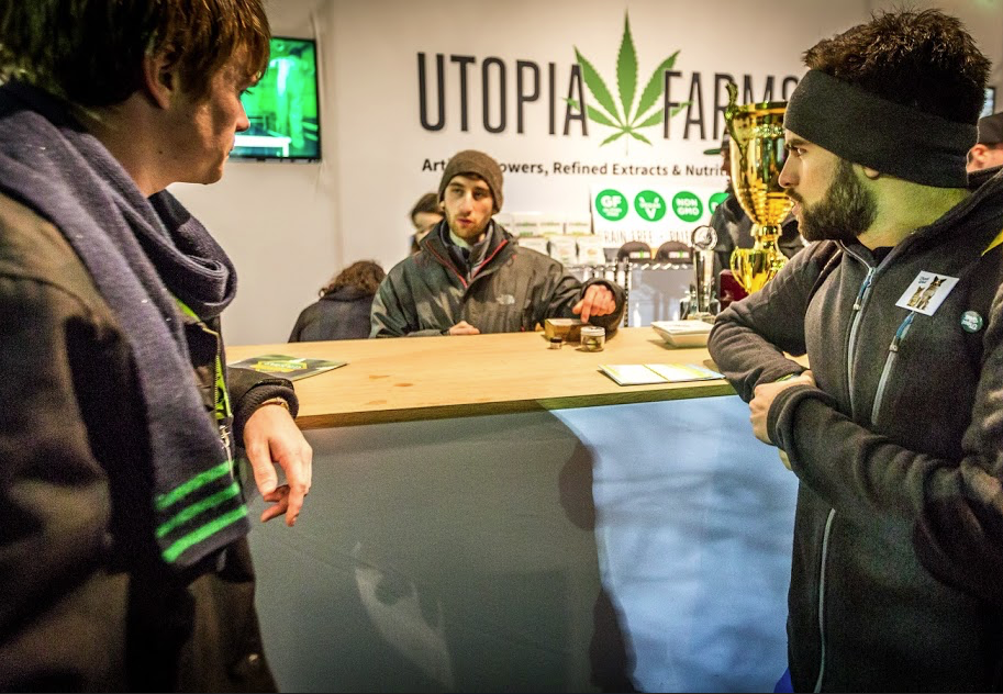 Jay and Bruno Get the Scoop at the Utopia Farms Booth