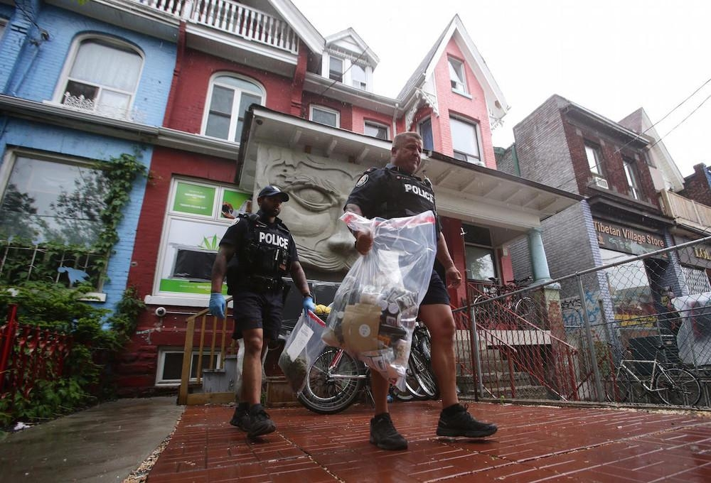 toronto-cops-raid-pot-dispensaries-in-city-wide-crackdown-body-image-1464285648-size_1000
